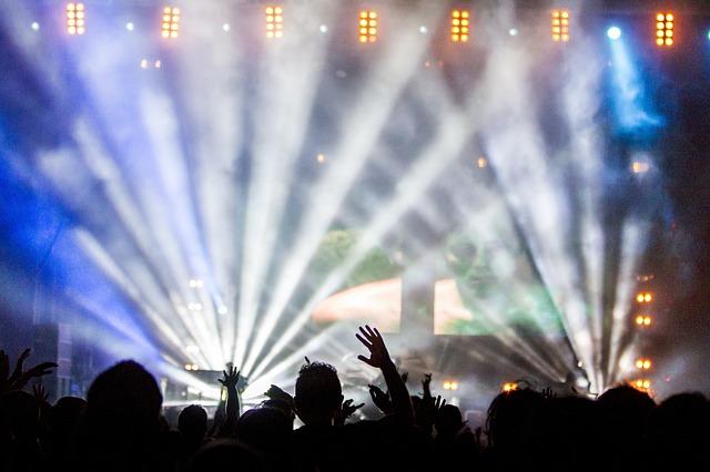 lidé na lightshow
