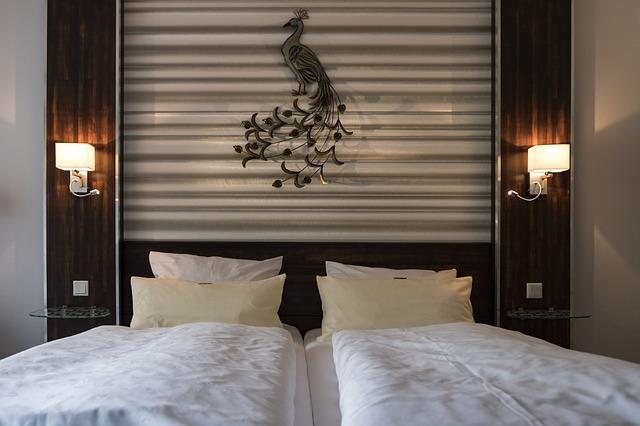 lampičky nad postelí.jpg