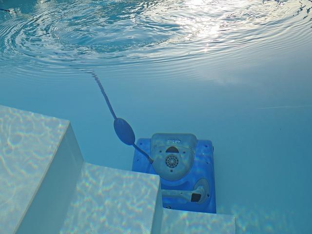 vysavač na dně bazénu.jpg
