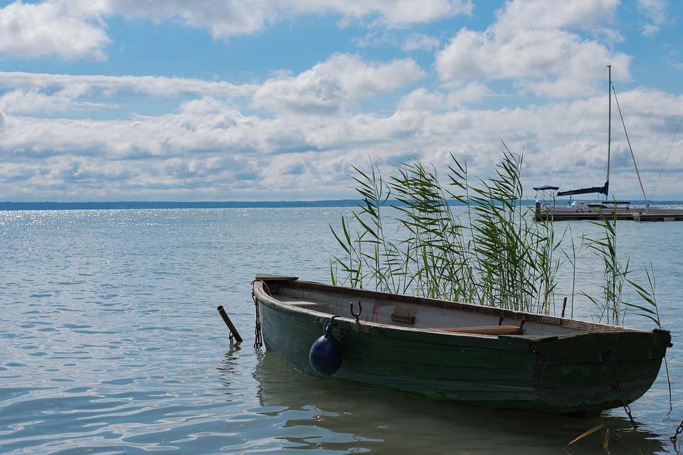 loďka na Balatonu